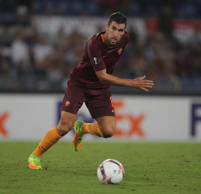Kevin Strootman chasing the ball in a UEFA Europa League match between AS Roma and FC Astra Giurgiu on September 29, 2016