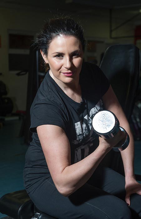 Lisa Cannon doing bicep curls
