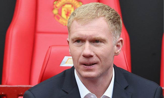 Paul Scholes in Manchester United dugout while working as an assistant manager in April 2014
