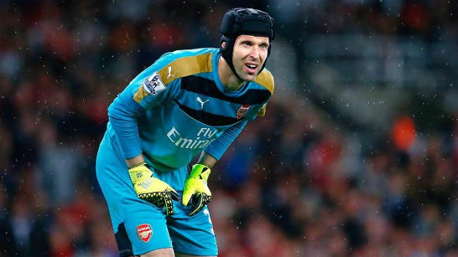 Petr Cech Arsenal teammates away fixture pouring rain 2016