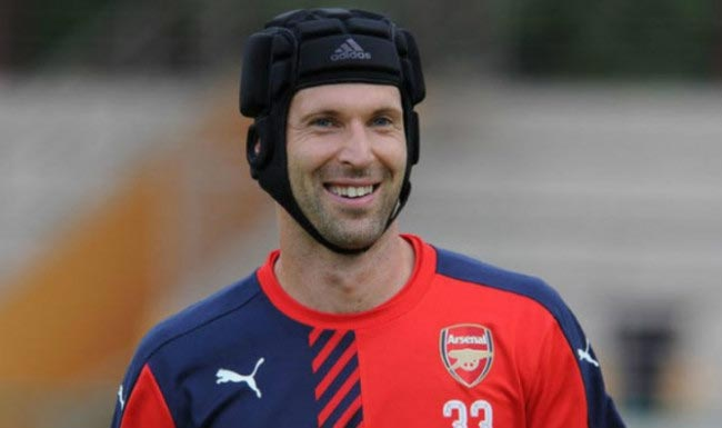 Petr Cech smiles as he is pictured during a team training with his Arsenal teammates in 2016