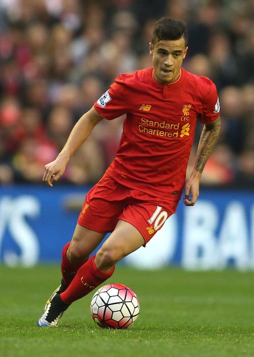 Philippe Coutinho with the ball in a match between Liverpool and Chelsea on May 11, 2016