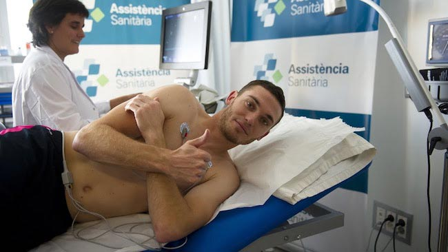 Thomas Vermaelen shirtless on medical tests at FC Barcelona