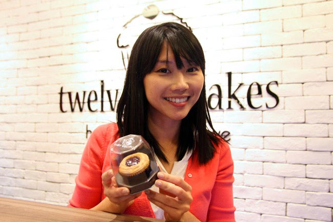 Jaime Teo with cupcakes