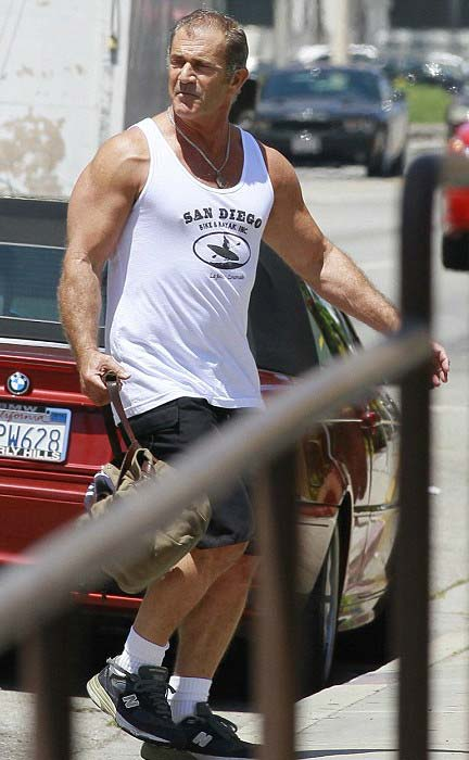 Mel Gibson shows off his buff physique while arriving at the Los Angeles gym in August 2013