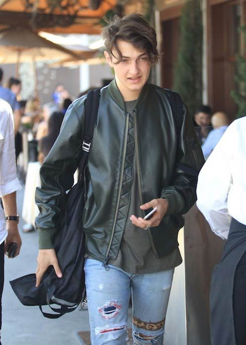 Anwar Hadid out for lunch with dad Mohamed on June 23 2016