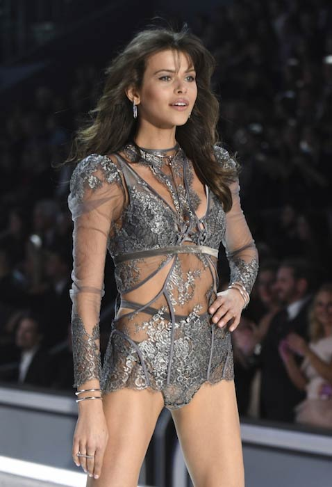 Georgia Fowler 2016 Victoria's Secret Fashion Show