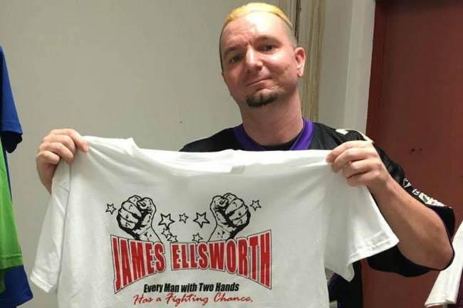 James Ellsworth shows off his WWE merchandise t-shirt