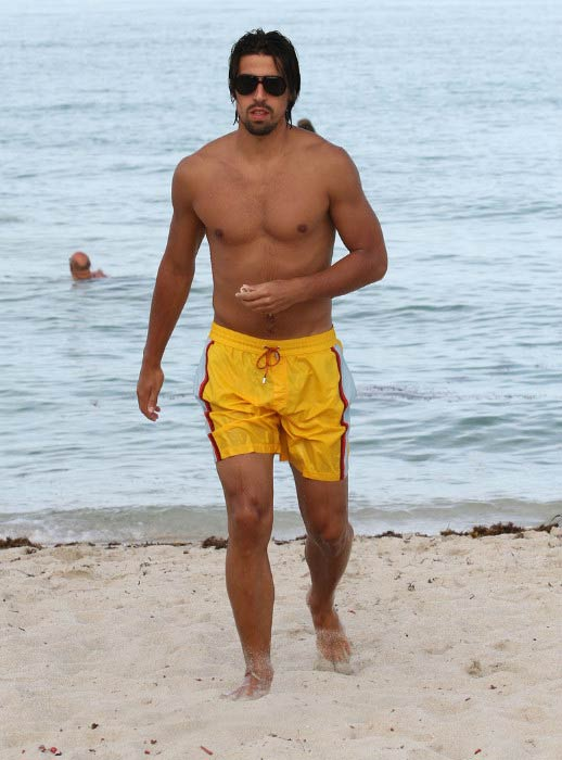 Sami Khedira shirtless on the Miami beach on July 12, 2012