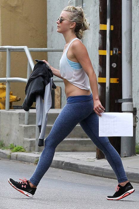 Julianne Hough shows off her incredibly toned core after a workout