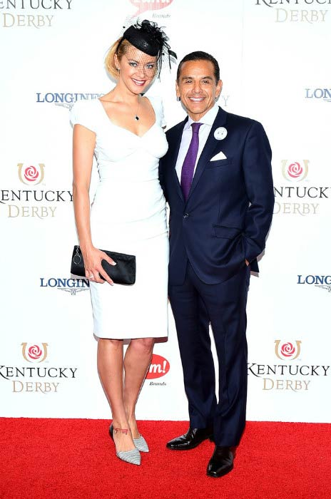 Kristanna Loken with Antonio Villaraigosa at the 141st Kentucky Derby in May 2015