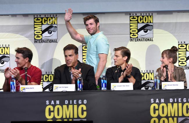 Liam McIntyre (standing) at Comic-Con International 2016