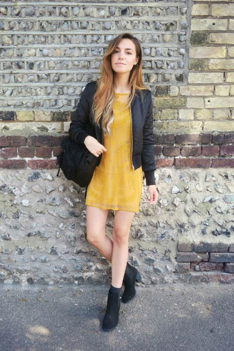 Marzia Bisognin leggy pose in a social media picture