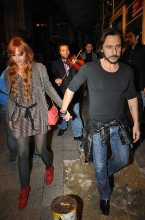 Meryem Uzerli and Can Ateş leaving a restaurant in Istanbul in 2013