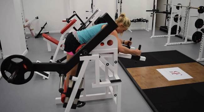 Olympic athlete & celebrity personal trainer Sarah Lindsay working out