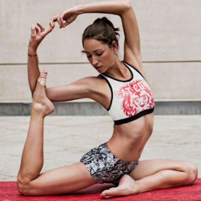 Tara Stiles twisting her body