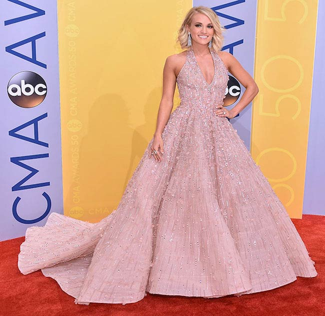 Carrie Underwood at 2017 Golden Globes