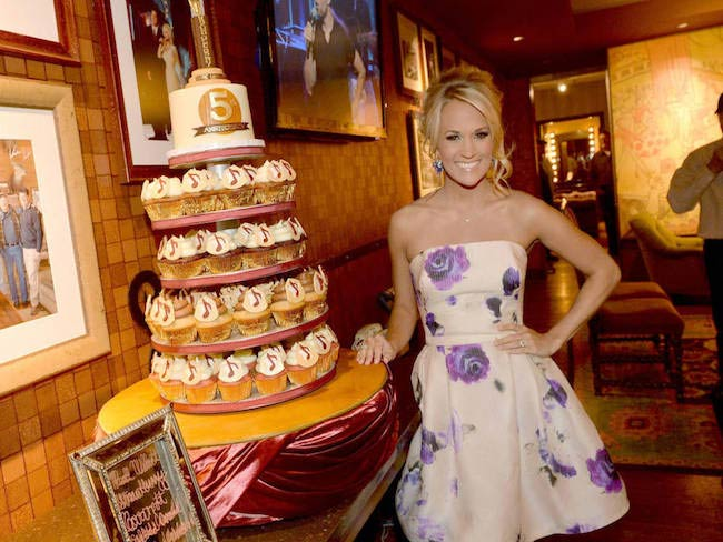 Carrie Underwood with a huge cake