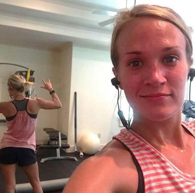 Carrie Underwood workout selfie