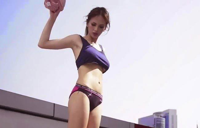 Ellen Adarna showing her figure