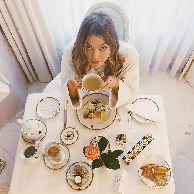 Karlie Kloss having her meal