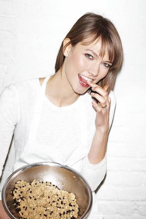 Karlie Kloss showing her cookies