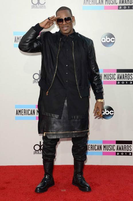 R. Kelly at the 2013 American Music Awards
