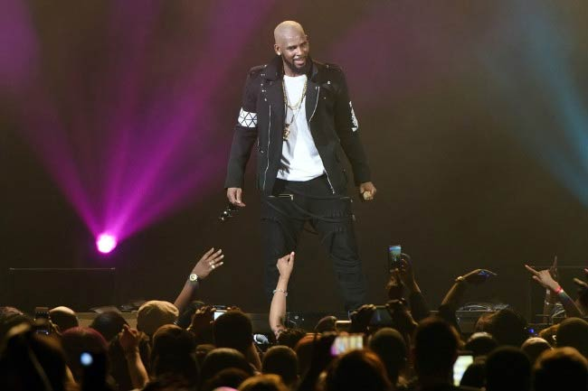 R. Kelly performing onstage during The Buffet Tour in May 2016