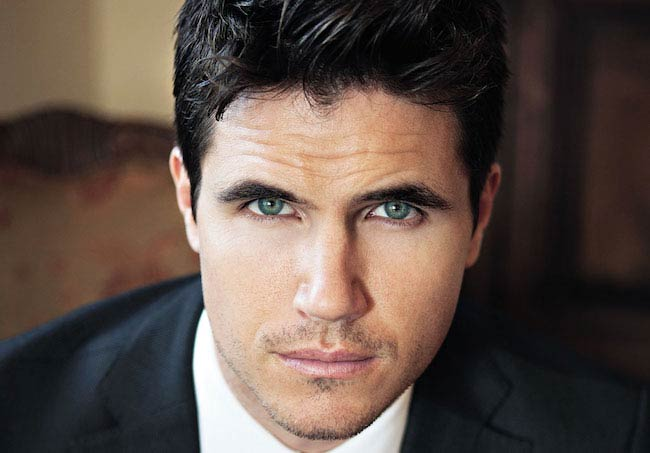 Stephen Amell's Cousin Robbie Amell's Diet & Workout - Healthy Celeb