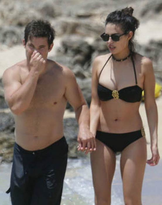 Adam DeVine with girlfriend at a Hawaii beach in May 2015
