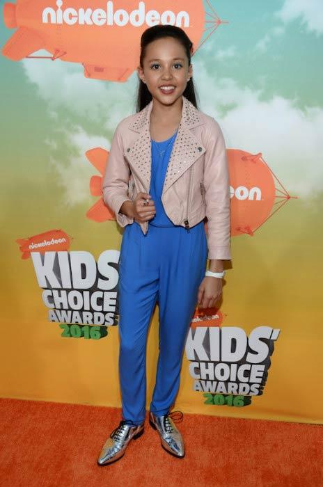 Breanna Yde at the 2016 Nickelodeon's Kids' Choice Awards