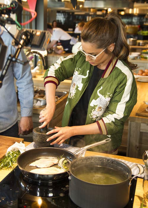 Cheryl Cole cooking on Jamie Oliver's Food Revolution