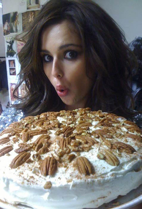 Cheryl Cole showing her cake