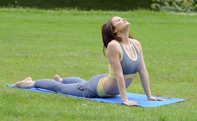 Jess Impiazzi working out at a park