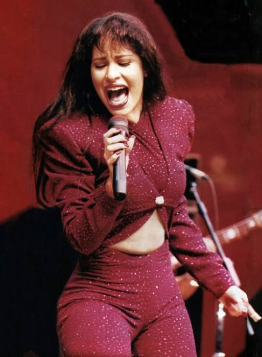 Selena Quintanilla giving live music performance