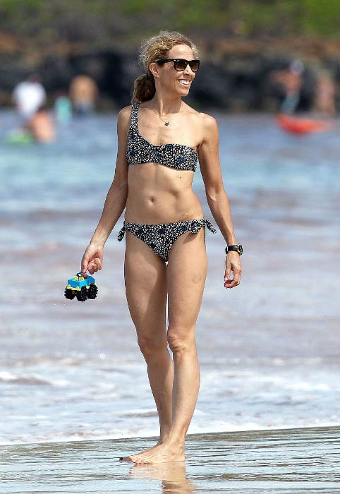 Sheryl Crow flaunts bikini body in Maui, Hawaii