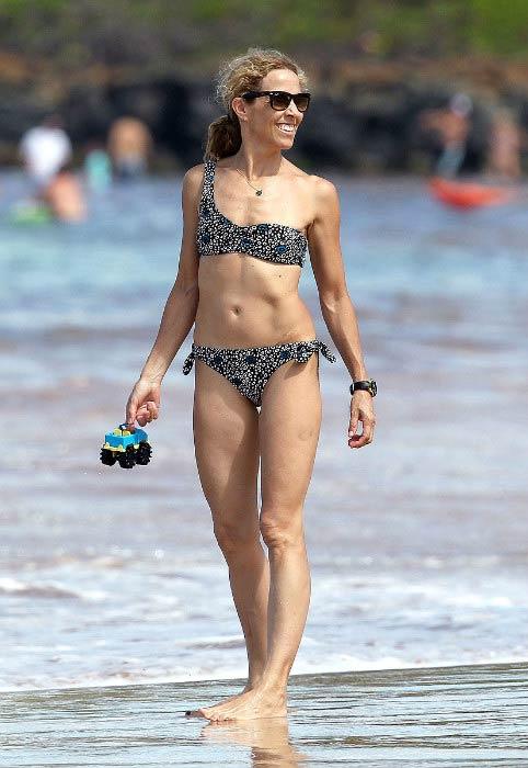 Sheryl Crow flaunts bikini body in Maui, Hawaii