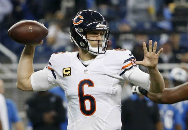 Jay Cutler in an NFL match between Chicago Bears and Detroit Lions in October 2015