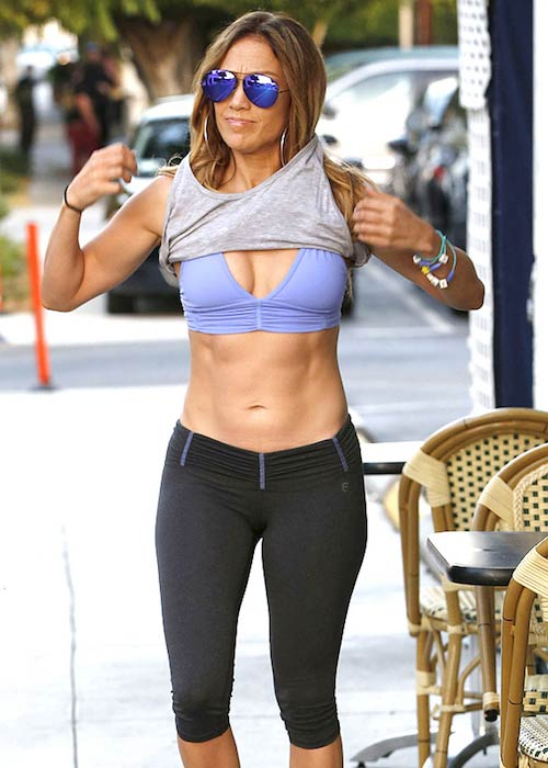 Jennifer Lopez taut stomach
