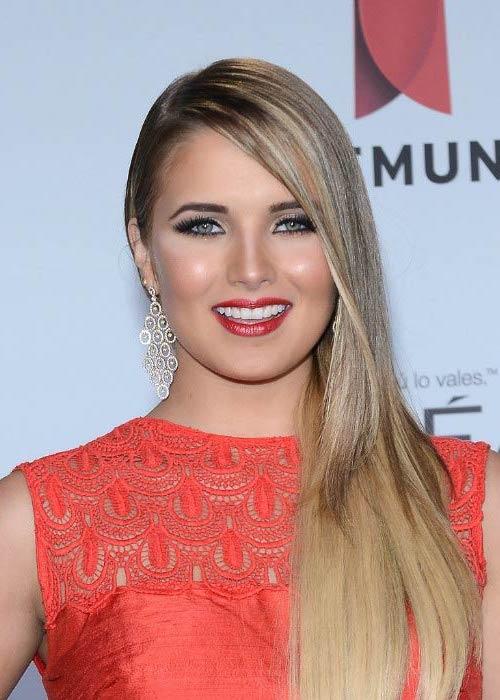Kimberly Dos Ramos at the Premios Tu Mundo Awards in Miami, Florida in April 2014