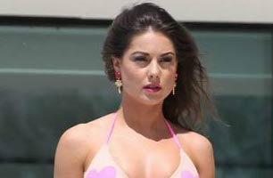 Louise Thompson Height, Weight, Age, Body Statistics