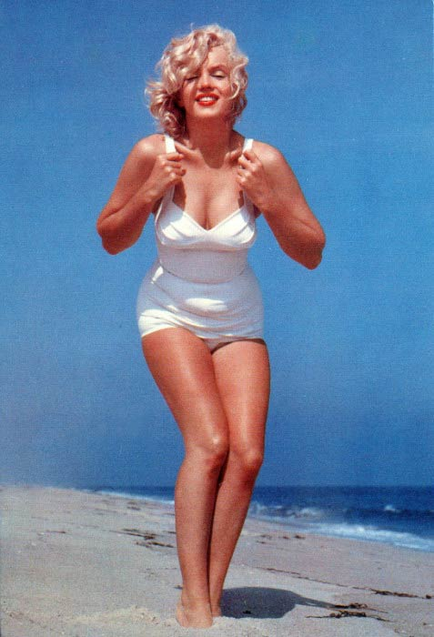 Marilyn Monroe poses for a bathing suit photoshootMarilyn Monroe poses for a bathing suit photoshoot