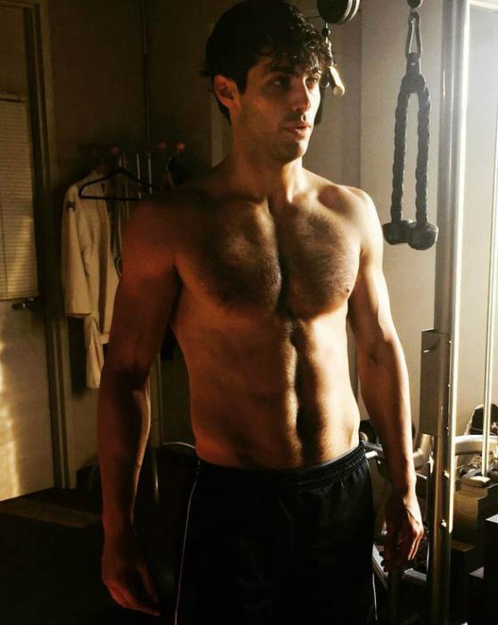 Matthew Daddario shirtless body