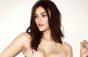 Myla Dalbesio Height, Weight, Age, Body Statistics