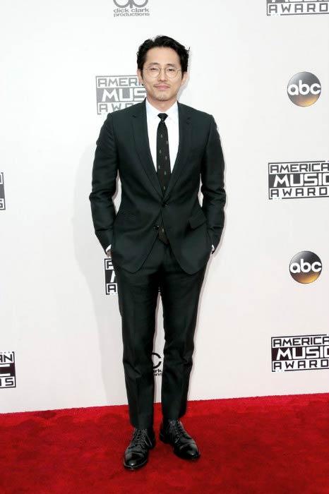Steven Yeun at the 2016 American Music Awards