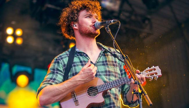 Vance Joy's stage performance on the ukulele in 2015