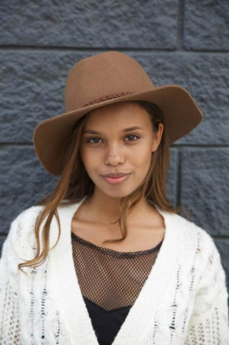Alisha Boe poses for a modeling portfolio photoshoot in 2015