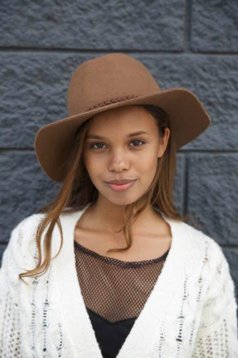 Alisha Boe poses for a modeling portfolio photoshoot in 2015