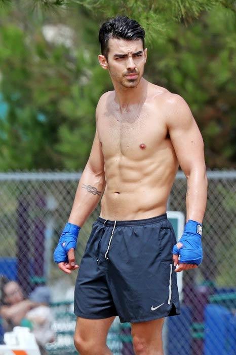 Joe Jonas shredded look