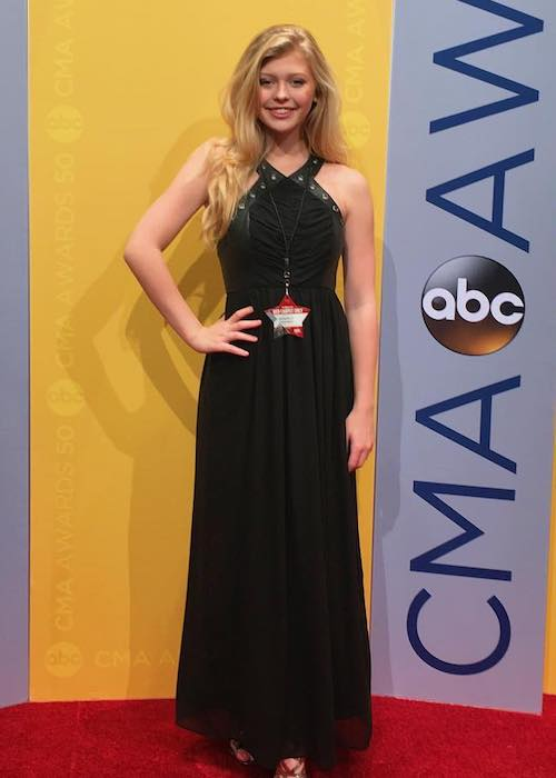 Loren Gray Beech at the red carpet of CMA awards in November 2016